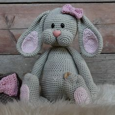 Nieuws– translation missing: nl. Crochet For Kids, Diy Crochet, Crochet Hats, Easter Outfit, Chrochet, Giraffe, Mickey Mouse, Bunny, Baby Boy