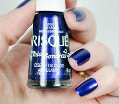 Esmalte Esse Metalizado Ambulante da Risqué, coleção Vidas Sonoras. Esmalte metálico. Esmalte Cintilante. Esmalte azul. Esmalte roxo. Esmalte violeta.