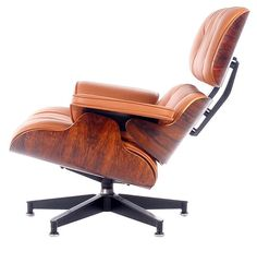 Vintage 1970's Herman Miller lounge chair designed by Charles Eames. The chair is done in the most desireable rosewood plywood panels