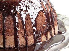 Receita de Bolo de Chocolate & Coco (Sem Farinha) - bolo. Fonte: http://pratofundo.com/bolo-umido-de-chocolate-coco/ ...