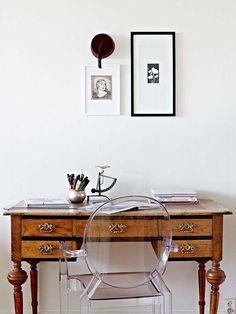 Arredare con mobili antichi e moderni - Scrivania antica con sedia moderna