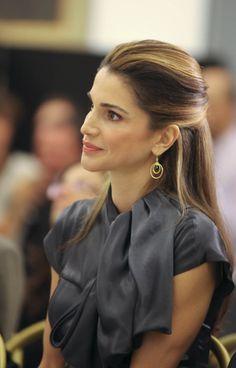 ★ L' Etoile | sophistiqué belle femme Queen Rania http://www.pinterest.com/anaruthscarone/princess/