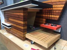 Dog house Custom Dog Houses, Modern Dog Houses, Cool Dog Houses, Dog Charities, Dog Spaces, Pet Home, Norwich Terrier, Dog Photos, Cat Furniture