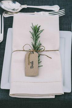 greenery wedding decor with thin string Wedding Trends, Trendy Wedding, Rustic Wedding, Dream Wedding, Wedding Day, Elegant Wedding, Wedding Blush, Wedding Flowers, Wedding Tips