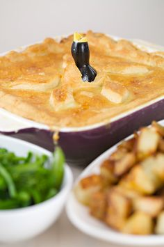 Kid friendly chicken and leak pie recipe, suitable for the whole family, simnple Chicken and leek pie recipe by Joy May Cookbook author. Chicken And Leak Pie, How To Cook Chicken, Pie Recipes, Dinner Recipes, Yum Yum, Menu, March, Yummy Food, Treats