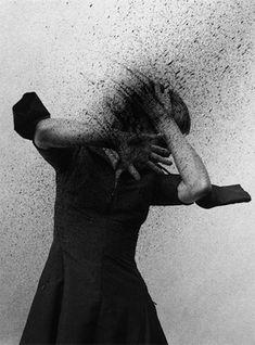"""As profudezas nipônicas. Takashi Kawashima é um fotógrafo que vive em Tóquio e cria imagens etéreas, misteriosas e cativantes que deixam o espectador ansioso por mais explicações. Kawashima sugere um mundo desprovido de vida humana, pós-catastrófico, inspirado pelos numerosos desastres naturais que afetaram o Japão nos últimos anos. """"Existem várias especificidades sobre o Japão. Os (...)"""