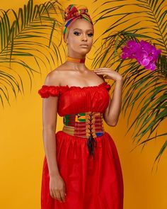 When creating different unique looks, it's good to consider the ANKARA STYLES and blouse. Due to the large range of choice of styles and colours African Fashion Designers, African Fashion Ankara, Latest African Fashion Dresses, African Print Fashion, Africa Fashion, African Prints, African Style, African Shop, Nigerian Fashion