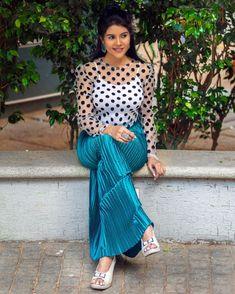 South Indian Actress, Beautiful Indian Actress, Beautiful Gorgeous, Beautiful Dresses, Beautiful Women, Sexy Hips, Stylish Sarees, Indian Celebrities, Indian Beauty Saree
