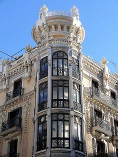Beautiful Art Nouveau in Madrid Art Nouveau Architecture, Classic Architecture, Beautiful Architecture, Beautiful Buildings, Architecture Details, Beautiful Places, Modern Buildings, Antonio Gaudi, Classic House Exterior