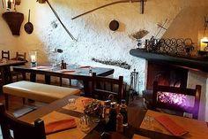 Les 10 meilleurs grotti d'Ascona-Locarno Table En Granit, Les Cascades, Conference Room, Furniture, Home Decor, Food Hacks, Vintage Kitchenware, Woodwork, Dance Floors