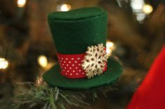 Today I'mdoingsomething I NEVER do. I'm including the entire tutorial in my blog. It's my little gift to you . Enjoy! Today I'll show you how to make a mini top hat for your tree. For this project you will need the following: 1/8 yard ( or less I used scraps I had) of fleece or felt The free Fleece Fun .pdf pattern printed oncard stock(You can download that here)Tape Spray on Adhesive Glue Gun Ribbon Jingle Bell Small Items to decorate your hat Scissors Marker Small clip Step 1 You…