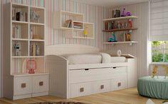 Composición formada por cama compacta, estanterías y pequeño mueble, con tiradores cuadrados. Todo ello en un suave tono crema.