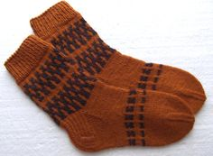 Hand Knit Classic wool socks. Size EU-40-41 US-8-8,5 This old fashion hand knit socks has been hand knitted by me - thick and really warm.  Perfect