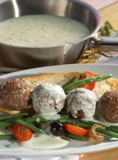 Überbackene Lammbällchen mit Bohnengemüse #hochland #käse #rezept #recipe #lammbällchen #bohnen #käsecreme #gouda