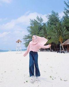 42 new Ideas style hijab pantai – Hijab Fashion 2020 Hijab Casual, Ootd Hijab, Hijab Chic, Street Hijab Fashion, Fashion Outfits, Dress Fashion, Modele Hijab, Hijab Stile, Hijab Fashion Inspiration