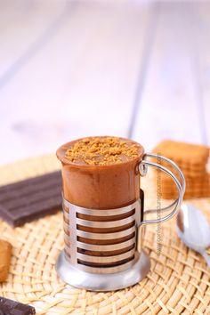 Mug cake fondant au nutella, framboises et aux brisures de spéculoos (au micro-ondes)
