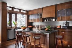 Light filled kitchen. Like the transom (?) windows. what wilson wants...