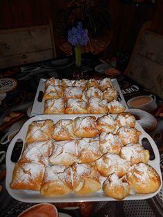 Ez sokkal finomabb, mint a pékségben Ha otthon elkészíted, egy tepsivel nem lesz elég – 🙂 Hozzávalók 25 dkg liszt 10 dkg vaj 4 dkg zsírt egy kiskanál cukor csipet só 1 tojás 2 dl tejföl 3/4 csomag élesztő Elkészítése … Egy kattintás ide a folytatáshoz.... → Cake Cookies, Cake Recipes, French Toast, Sweets, Baking, Breakfast, Food, Basket, Recipes