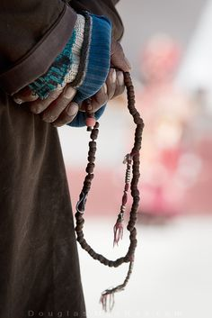 Old monk holds prayer beads behind his back at a festival in NW India ©Douglas MacRae Buddha Buddhism, Tibetan Buddhism, Old Monk, Spiritual Photos, Om Mani Padme Hum, Prayer Flags, Praying To God, Nepal, Beauty
