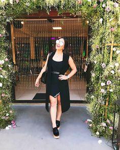 Do nosso encontrinho direto pro bday da princesinha @itbaby_valentina  festa maravilhosaaaa, adorei! Esse meu dress é da minha coleção pra @missmissesmodas, divino né? Amo que dá pra usar tanto durante o dia quanto a noite. Óculos @lbashop by Flavia Pavanelli também