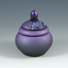 skinner blend used to great effect. Vessel by Kate Tracton Designs