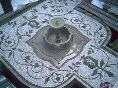 empedrado realizado en patio interior motivos granadas Pebble Mosaic, Pebble Art, Mosaic Tiles, Patio Interior, Paving Stones, Lawn Care, Granada, Garden Projects, Garden Inspiration
