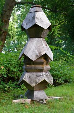 Brancusi Hive (5-sided hive)~ Ron Breland's Hive; brilliant idea to redesign/ re imagine how a beehive should look like with a focus on supporting the bee's optimal nature rather than our convenience for stealing their food.