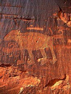 Famous Bear Petroglyph and dinosaur tracks, Potash Road, Moab, Utah Ancient Aliens, Ancient History, Art History, Art Rupestre, Dinosaur Tracks, Cave Drawings, Statues, Stone Age, Le Far West