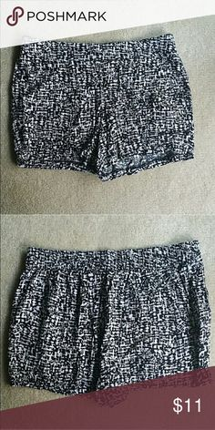 Maurices size m printed stretch waist shorts Maurices size m printed stretch waist shorts Maurices Shorts