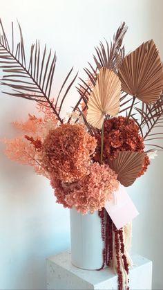 Dried Flower Bouquet, Dried Flowers, Paper Flowers, Floral Wedding, Wedding Flowers, Easy Yarn Crafts, Diy Fleur, Dried Flower Arrangements, How To Preserve Flowers