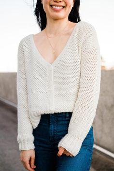 Fall Cardigan, V Neck Cardigan, Crochet Cardigan Pattern, Crochet Patterns, Crochet Stitches, Knitting Patterns, Linen Stitch, Crochet Buttons, Modern Crochet