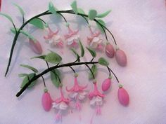 How to make Fuschia flowers tutorial. For fondant, but could do the same in poly clay. In Russian.