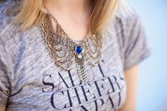 statement collar necklace.