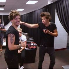 Four One Direction, One Direction Humor, One Direction Pictures, Larry Stylinson, Sehun, X Factor, Louis And Harry, Harry Styles Pictures, Harry Edward Styles