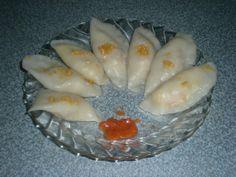 Chai kue adalah jajanan khas kota Pontianak. Chai kue jika diterjemahkan ke dalam bahasa Indonesia : chai = sayuran, kue = kue, jadi chai kue artinya kue yang berisi sayuran. Chai kue sedikit mirip dengan pangsit. Kulitnya lembut mulur dan isinya biasanya serutan bengkuang. Di atasnya biasa ditaburi dengan bawang putih dan ebi yang dihaluskan. Paling enak dimakan dengan cocolan sambal bawang putih yang wangi dan pedas.