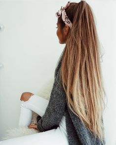 13 Peinados con pañuelos de seda para darle a tu estilo un toque de elegancia - Messy Hairstyles, Pretty Hairstyles, Straight Hairstyles, Hairstyle Ideas, Pinterest Hair, Super Long Hair, Gorgeous Hair, Rapunzel, Hair Goals