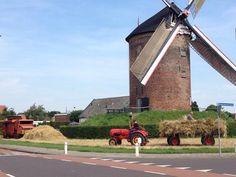 Bedrijvigheid bij #Buitenmolen #Zevenaar. Op traditionele wijze dorsen. Mooi om te zien. Zondag 2 augustus 2015. Via twitter @RobertPolman.