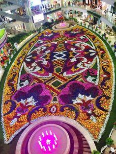 Feria de las flores 2014 Public Art, Tree Skirts, Holland, Dubai, Christmas Tree, Holiday Decor, City, Amazing, Places