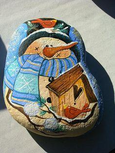 Un rassegna di alcune delle opere di questa artista, create con sasso o pietra, colori acrilici o a olio, pastelli e altri materiali.