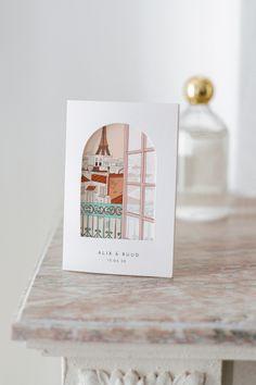 Wat is er romantischer dan de stad van de liefde voor de mooiste dag uit jullie leven? Kies de Montmartre trouwkaart met zijn uitzicht op de Eiffeltoren om jullie trouwfeest aan te kondigen. Dubbel gevouwen uitnodiging met een mooie geïllustreerde kaart. Op de omslag zorgt een deurvormige opening ervoor dat de afbeelding van de kaart zichtbaar is. De achterkant van de kaart is te bewerken. Schrijf de belangrijkste informatie hier op zodat jullie gasten op de hoogte zijn van het dagprogramma. Spring Wedding, Place Cards, Place Card Holders, Thanksgiving Messages, Universe