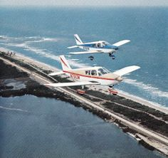 Flight of two Piper Cherokees PA-28