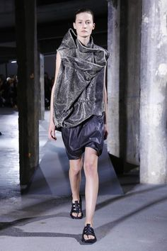 Discover NOWFASHION, the first real time fashion photography magazine to publish exclusive live fashion shows. Get to see the latest fashion runways in streaming! Live Fashion, Fashion Show, Spring Summer 2016, Ss16, Rick Owens, Runway Fashion, Ready To Wear, Fashion Photography, Sporty