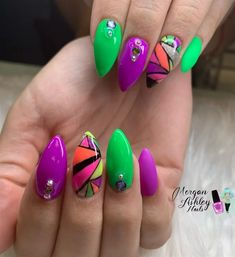 Want to know how to do gel nails at home? Learn the fundamentals with our DIY tutorial that will guide you step by step to professional salon quality nails. Neon Nail Art, Abstract Nail Art, Neon Nails, Butterfly Nail Art, Flower Nail Art, Seashell Nails, Nail Polish Trends, Nail Trends, Bright Summer Nails