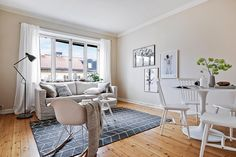 Ljus och välplanerad 2:a på Ernst Ahlgrens Väg 5 i mysiga Fredhäll. Visas 3/4 och 4/4. Styling: @designtherapy.se #husmanhagberg #stockholm #kungsholmen #interiordesign #homestyling #tillsalu