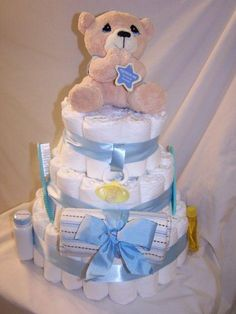 modify Diaper Cake to make centerpiece/gift card holder - maybe use wash clothes in one row Baby Nappy Cakes, Baby Boy Cakes, Diaper Cakes, Baby Shower Gifts, Baby Gifts, Pasta Dinner Recipes, Organic Baby, Baby Cards, Washing Clothes