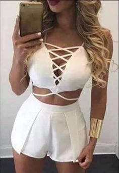 Learn All The Fashion Tips You Need To Know Here. When did you last shop for new clothes? Clubbing Outfits, Dress Outfits, Summer Outfits, Teen Fashion, Fashion Outfits, Womens Fashion, Look Chic, Stylish Outfits, Dress To Impress