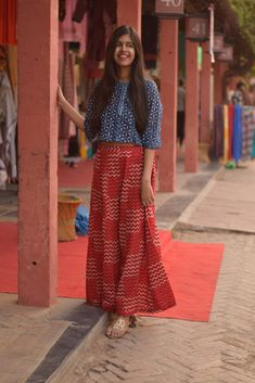 Kurta Designs, Blouse Designs, Indian Designer Outfits, Indian Outfits, Designer Dresses, Modest Outfits, Modest Fashion, Fashion Dresses, Trendy Dresses