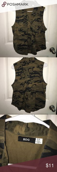 URBAN OUTFITTERS | Camo Tank Urban Outfitters, NWOT, camo collared tank with buttons, size medium, excellent condition Urban Outfitters Tops Tank Tops