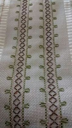 How to Crochet Wave Fan Edging Border Stitch - Crochet Ideas Swedish Embroidery, Towel Embroidery, Hardanger Embroidery, Types Of Embroidery, Cross Stitch Embroidery, Embroidery Patterns, Cross Stitch Designs, Cross Stitch Patterns, Cross Stitches