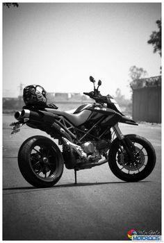 Ducati Hypermotard 1100S 19